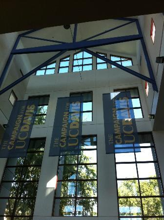 Davis Campus of the University of California: UC Davis Visiror Center