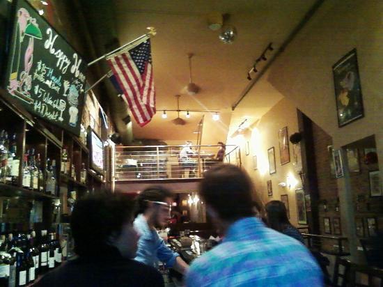 Bistro La Bonne: Stars and Stripes in French restaurant, tricolor also there