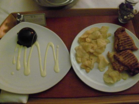 Hutton Hotel: Room service, late night, very tasty