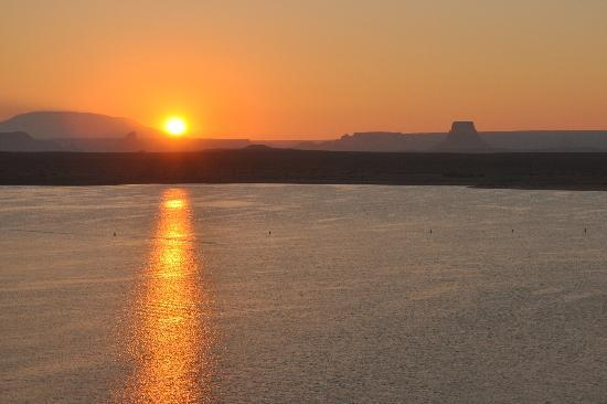 Lake Powell Resort: sunrise outside the rainbow room lake powell