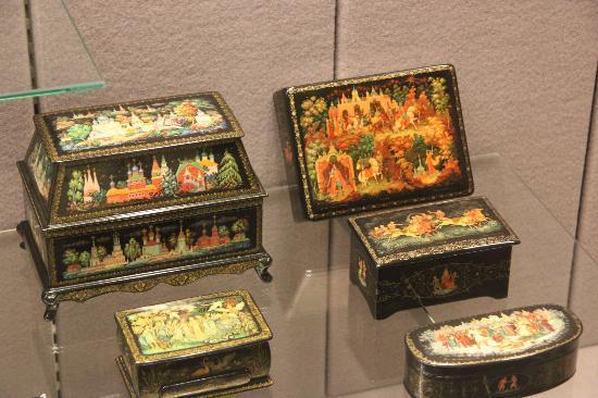 Kenosha Public Museum: Laquer-ware