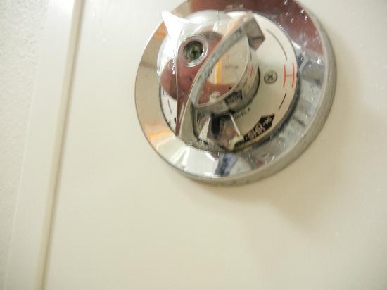 La Quinta Inn & Suites Birmingham Homewood: Shower knob broken in handicap-room shower