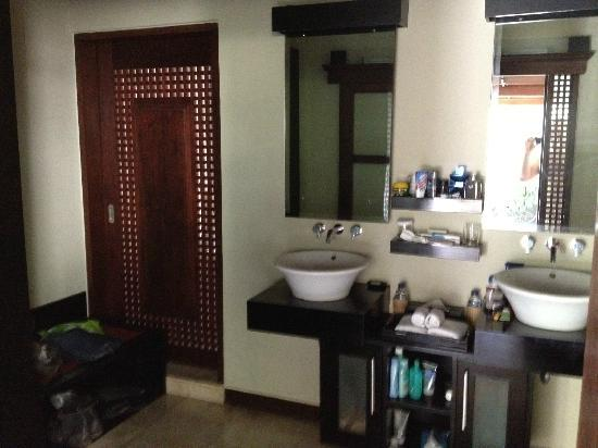 The Ulin Villas & Spa: Dressing area