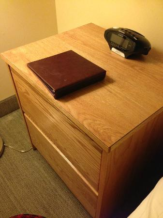 Hotel 140: cheap college dorm type furniture