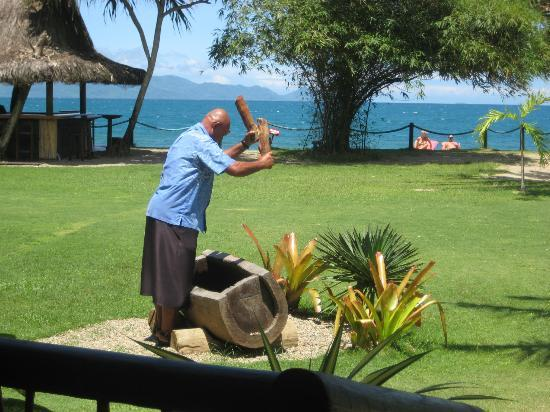 Uprising Beach Resort: lunch gong
