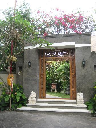 Amori Villas: Entrance 