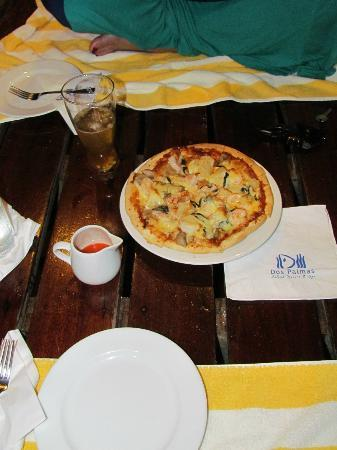 Dos Palmas Island Resort & Spa: Pizza in the Cavana! Yum
