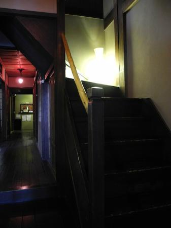 Guest house Rakuza: The staircase on the back (outside the door of the 1st floor twin room)