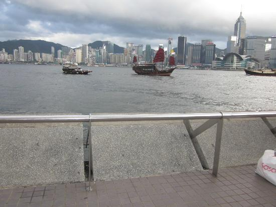 Tsim Sha Tsui Promenade: ...view from the promenade...