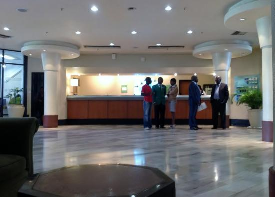 Holiday Inn Harare: The lobby