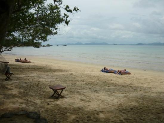 The Tubkaak Krabi Boutique Resort : Beach at resort