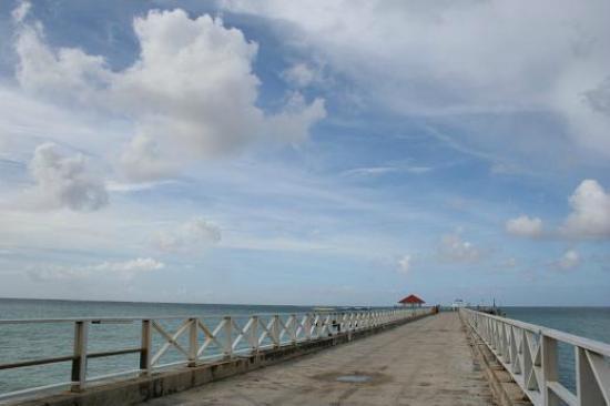 Cocos Island Resort: 桟橋