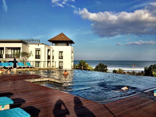 Legian Beach Hotel Reviews
