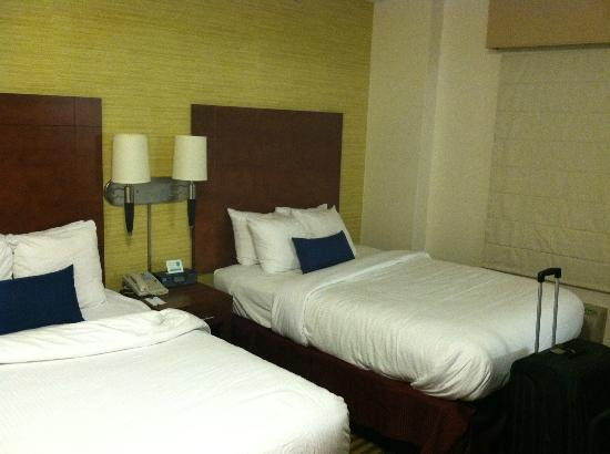 Comfort Inn Downtown DC / Convention Center : This is what the room looks like in real life