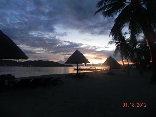 Badian Island Wellness Resort: sunset