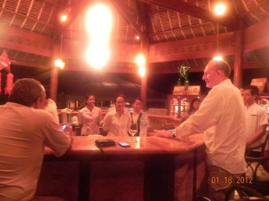 Badian Island Wellness Resort: awesome staff @ the bar