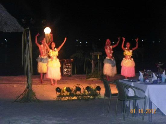 Badian Island Wellness Resort: dinner festivities