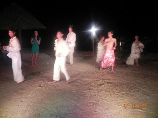 Badian Island Resort and Spa: dancing with the staff and dancers