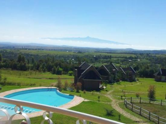 Tafaria Castle and Country Lodge: Mt Kenya & Swimming pool