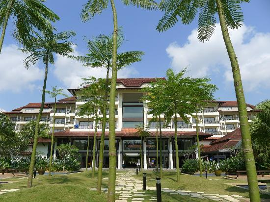 Pulai Desaru Beach Resort and Spa: Front view