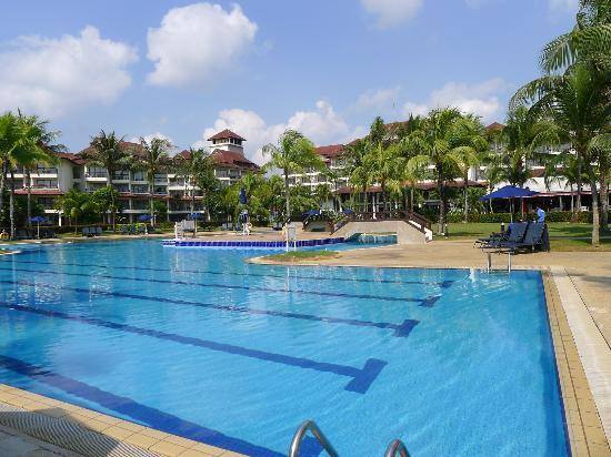 Pulai Desaru Beach Resort and Spa: Pool area