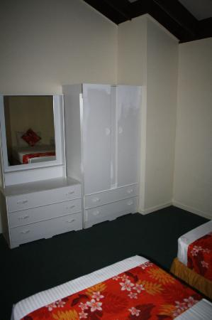 The Edgewater Resort & Spa: Dresser/cupboard in twin room