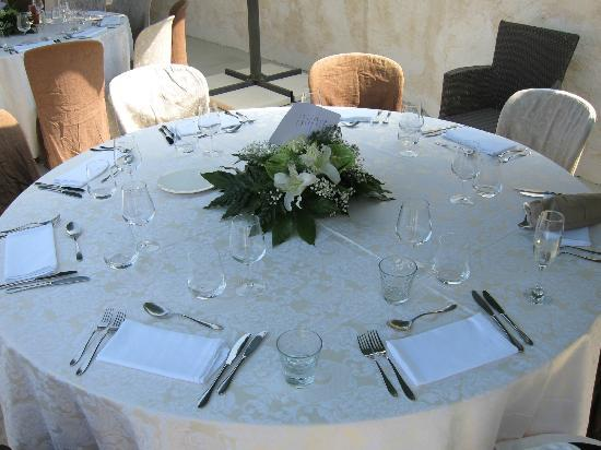 Hôtel Eze Hermitage: Table settings for the wedding reception