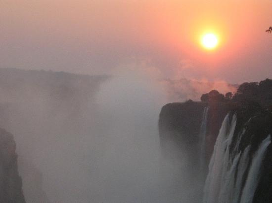 AVANI Victoria Falls Resort: Victoria falls in the evening