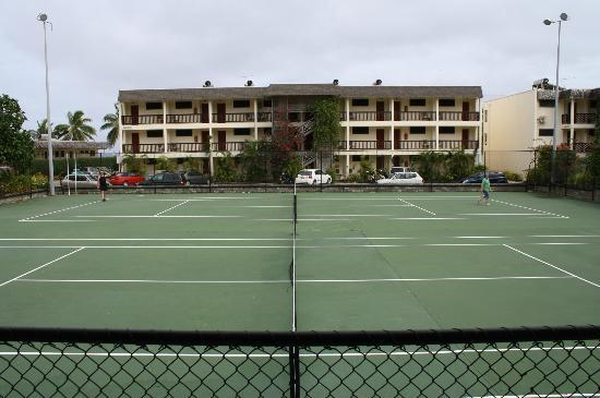 The Edgewater Resort & Spa: Tennis courts