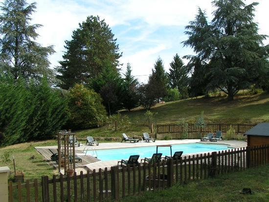 La Cheminee d'Angele : une grande piscine très bien exposée