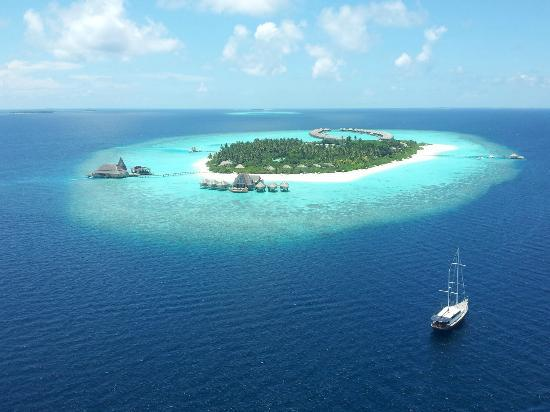 Anantara Kihavah Maldives Villas: the view on the island from the sky