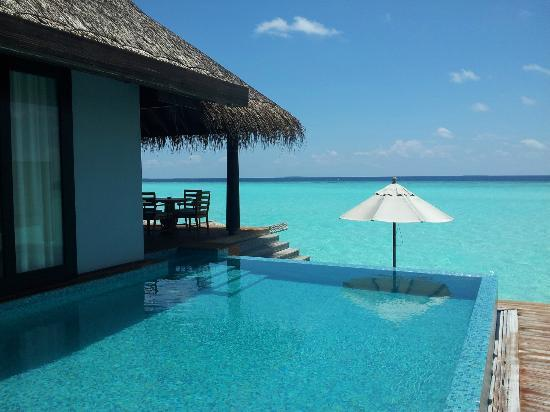 Anantara Kihavah Maldives Villas: view from the pool in the water villa