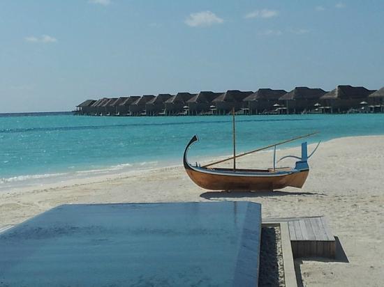 Anantara Kihavah Maldives Villas : the view from the bar