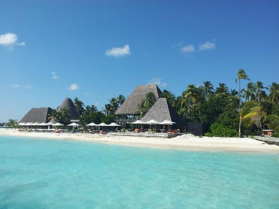 Anantara Kihavah Maldives Villas: view on the beach