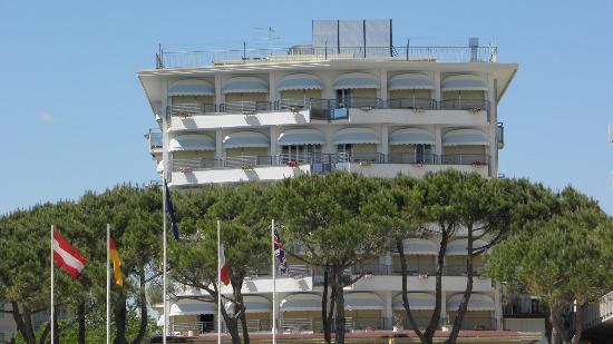 Ambasciatori Palace: hotel od strony plaży