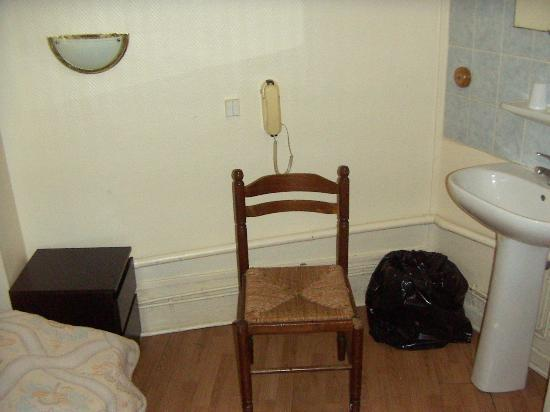 Le Bervic Montmartre: room