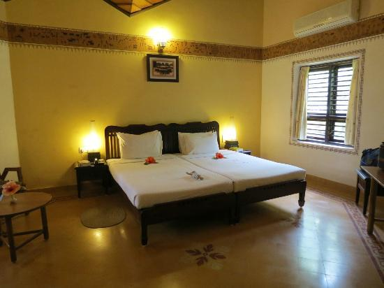 Hoysala Village Resort: Bedroom in Suite