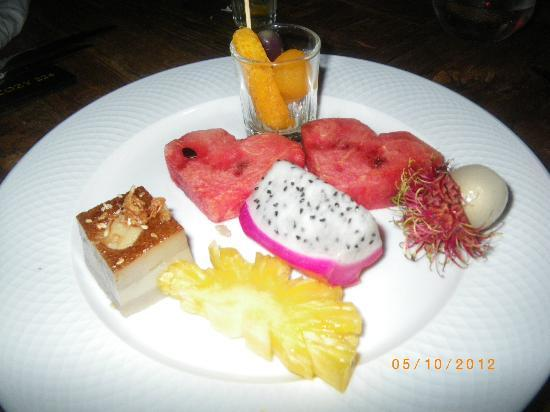 Mantra Samui Resort : fruit at buffet