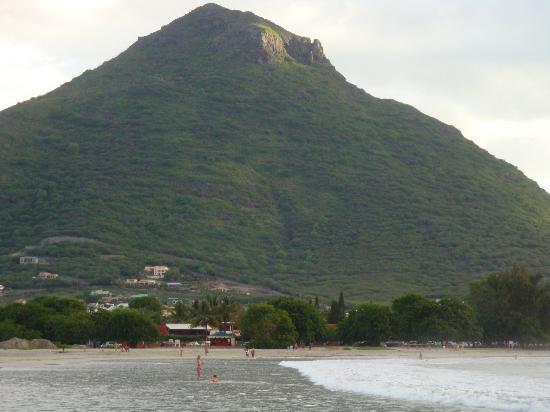 โรงแรม แทมารีนา: Mountain View From Beach Side