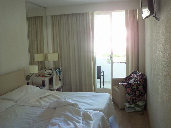 Hotel Canyamel Park: camera e balcone