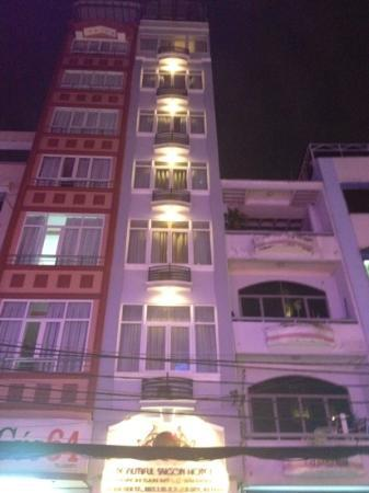 Beautiful Saigon Hotel: Tall and thin!