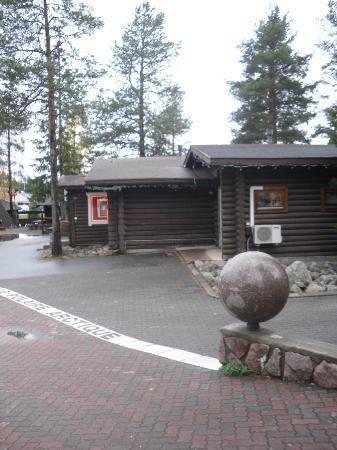 Santa Claus Village: linea del circolo (trovate lo scoiattolo)
