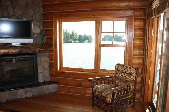 Ampersand Bay Resort & Boat Club: Lake view from the living room