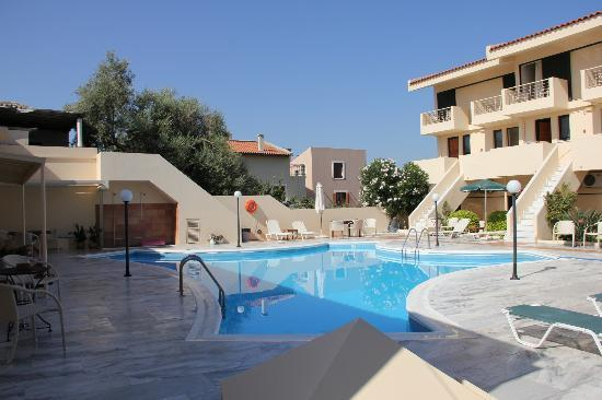 Hotel Orestis: The beautifully created pool area, with top quality marble paving