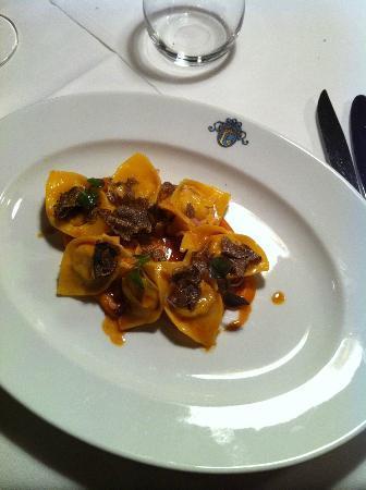 Laurin Restaurant: Tortelli ripieni al coniglio su vellutata di zucca e tartufo nero