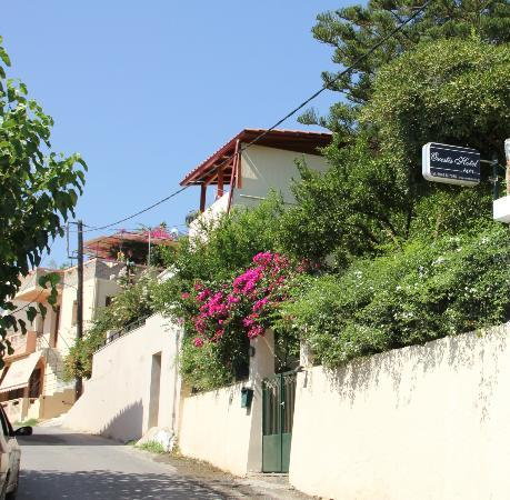 Hotel Orestis: Entrance to Orestis from the main village road
