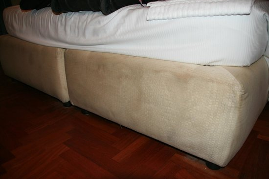 Hotel Sant Angelo: filthy beds