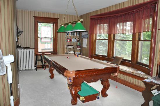 Sleepy Hollow Bed & Breakfast : Salle à l'étage avec billard