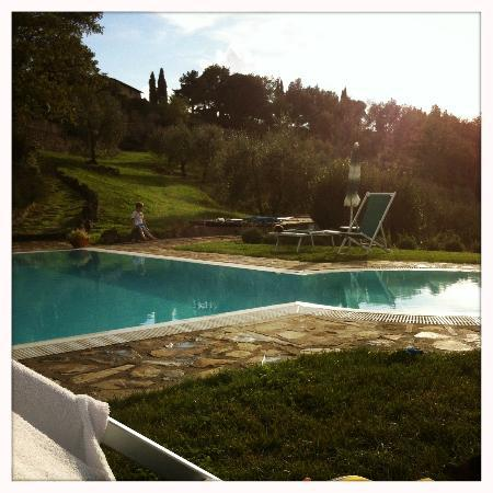 ‪‪Rocca di Cispiano‬: Pool in the afternoon