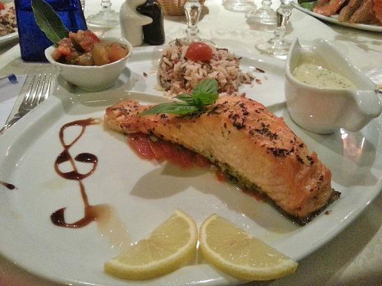 L'Ile Sous le Vent: Filet de saumon frais au basilic